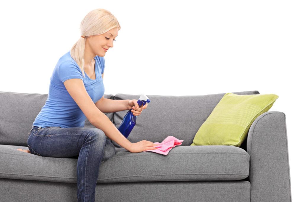 Чем почистить диван от пятен в домашними средствами фото